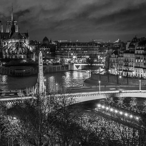 Paris s allume