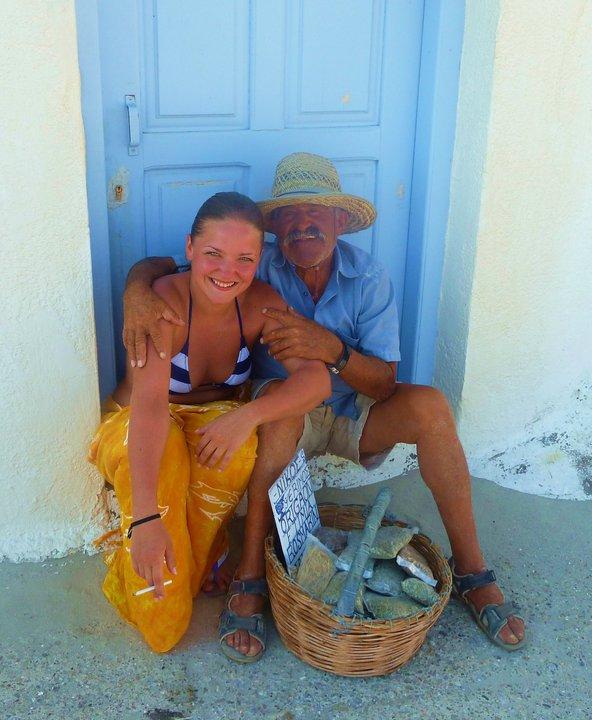 Facebook - Моя младшая дочь Елена и продавец трав (Псиримос)