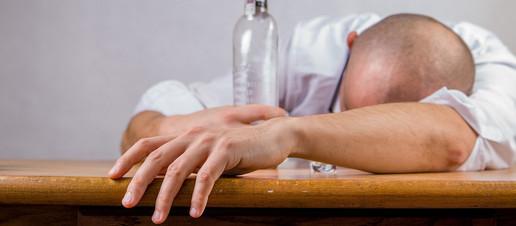 Bevuto troppo? Ecco come trattare i postumi di una sbornia