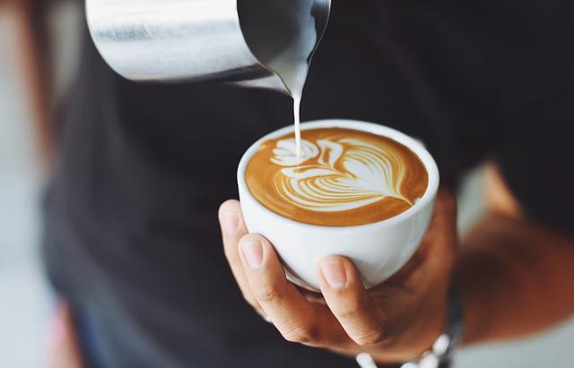 Caffè macchiato? Ecco perché aggiungere latte al caffè riduce le quantità di antiossidanti