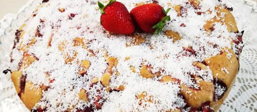 Torta cocco e fragole senza latte