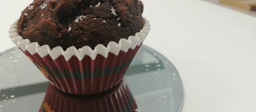 Muffin al cacao e burro di arachidi senza latte e senza zucchero