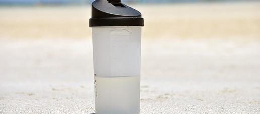 Bevi acqua a sufficienza? Ecco 4 segnali tipici di disidratazione