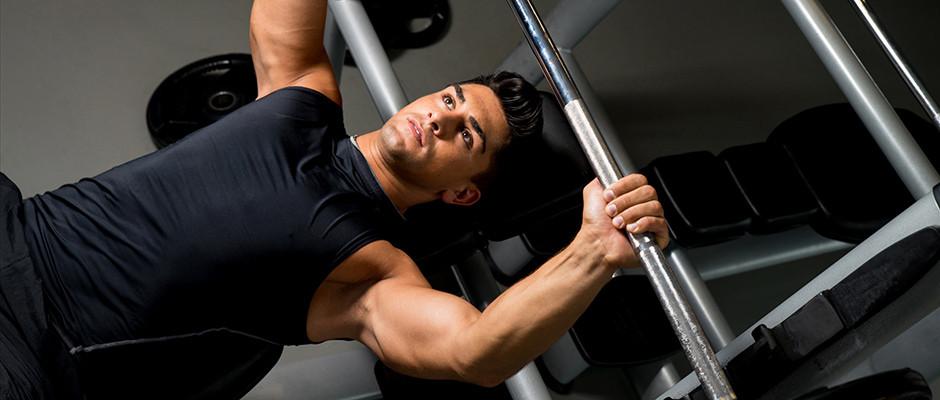 Testosterone e alimentazione: quali fattori contribuiscono a migliorarne la produzione