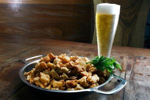 Cerveja e comida de boteco