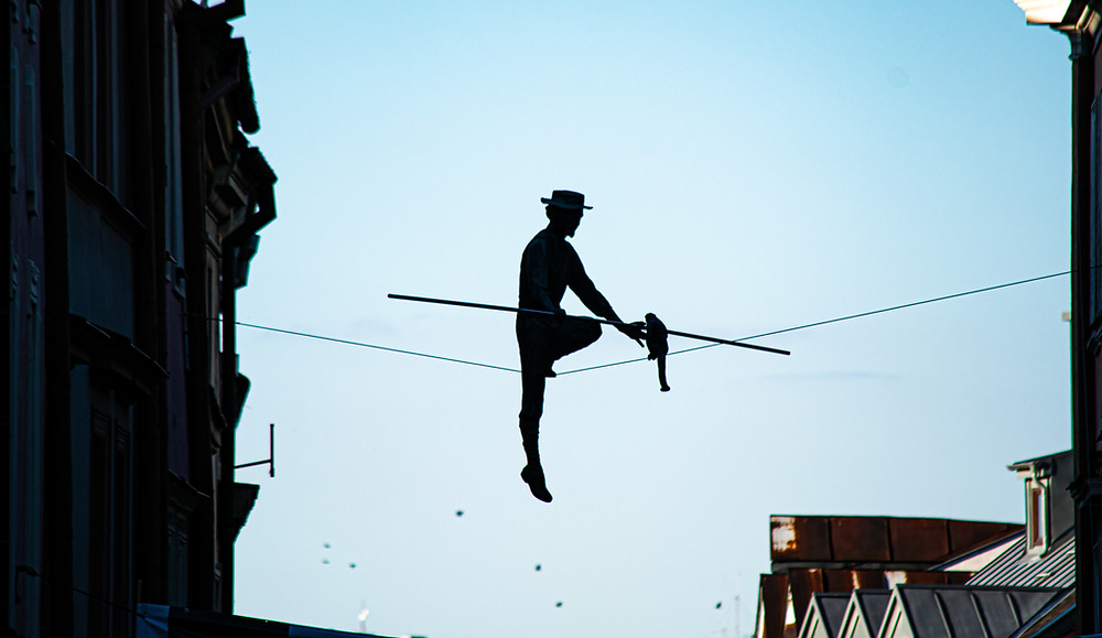 """Sztukmistrz z Lublina"" - rigger from Lublin install dangled upon the city.ation art"