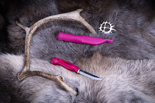 Lakkert kniv med matchende slire