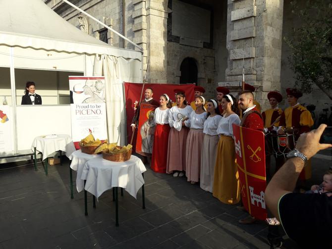 Ascoliva, inaugurata la quinta edizione. Taglio del nastro con la Quintana