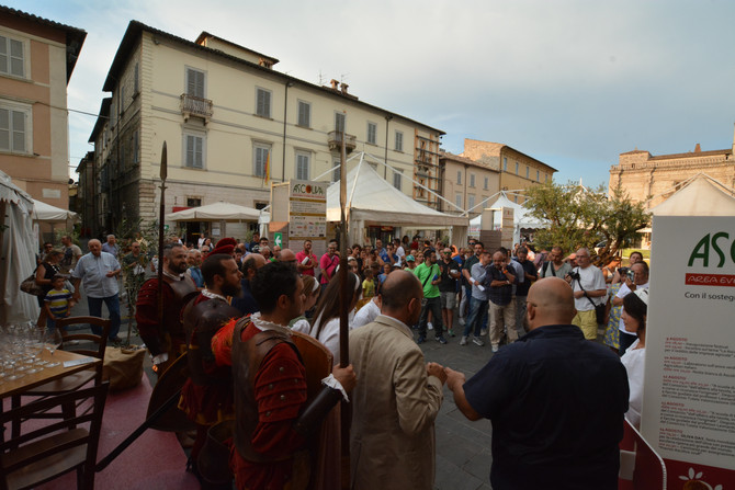 Il 14 l'Oliva Day con l'oliva più grande del mondo. Gara massaie, iscrizioni fino a ferragos