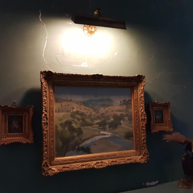 Decorative picture light