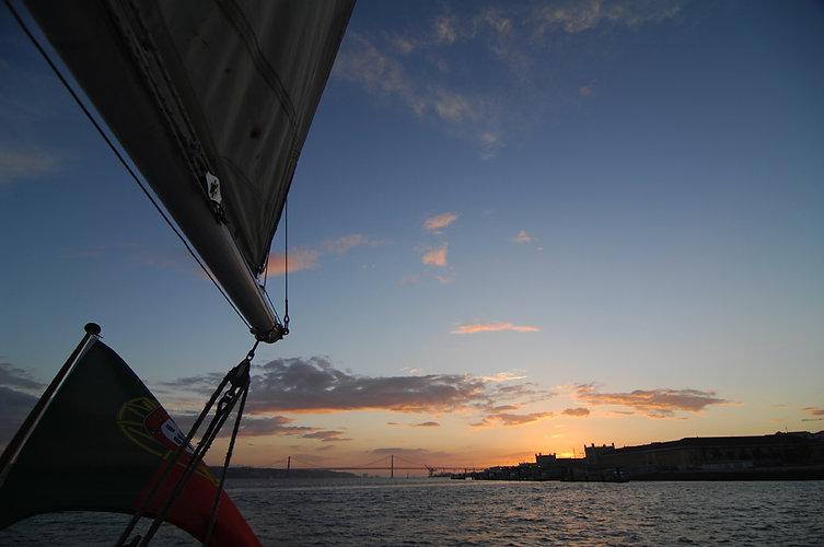 lisbon boat tour, sunset tour