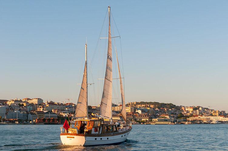 Historical Lisbon boat tours