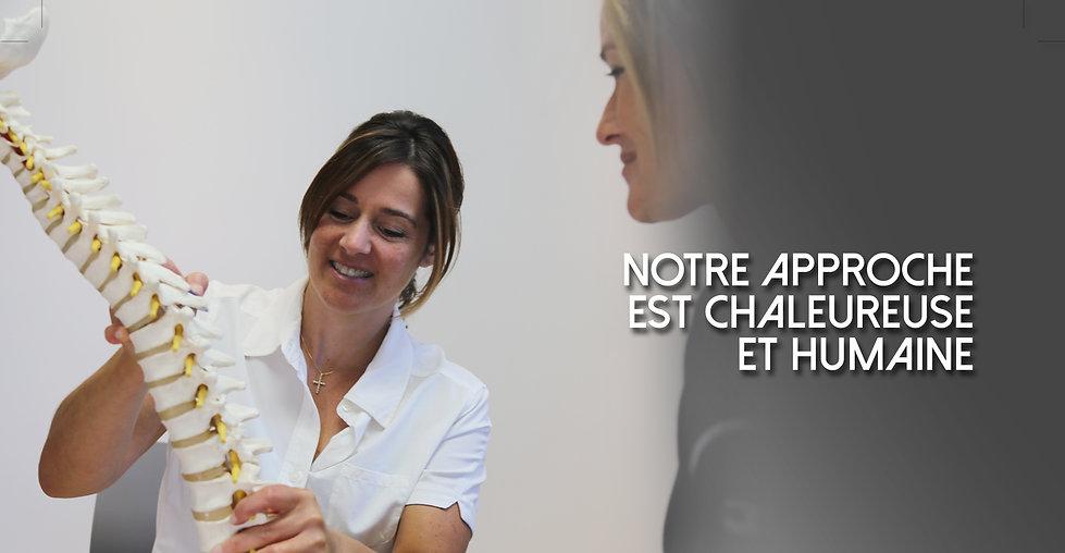 Dre Péguy Poisson,chiropraticienne à Victoriaville donnant des explications à un patient