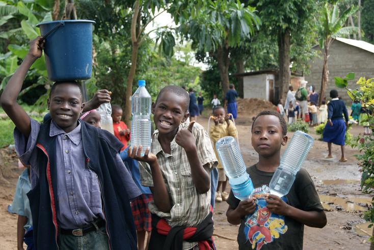 Livingstone & Maulidi - waterboys at the orphanage