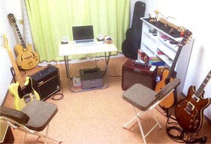 ギター教室 / ウクレレ教室 相模原駅前 アドリブギタースクール 教室内【写真】