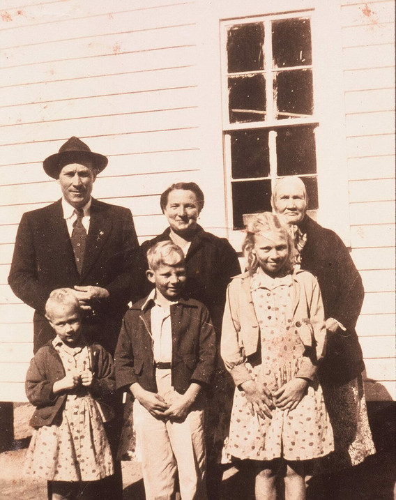 Lonnie Nations family in 1948.jpg