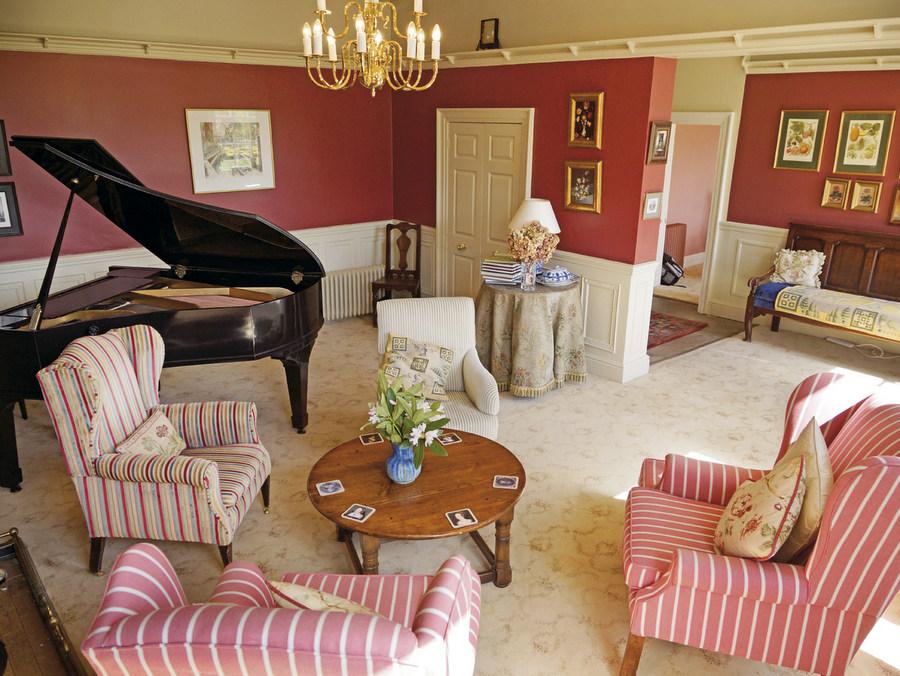 Lounge at No.6.jpg