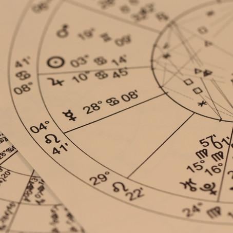 L'astrologie dont je vous parle s'apparente-t-elle aux horoscopes de la presse ?