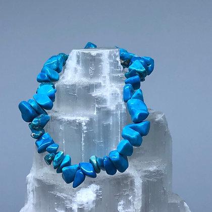 Blue Howlite Crystal Chip Bracelet - Evoking Serenity