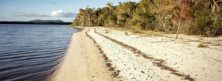 Lines of debris left by receding tide © John Lovett