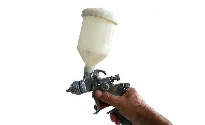 spray gun for applying painting varnish
