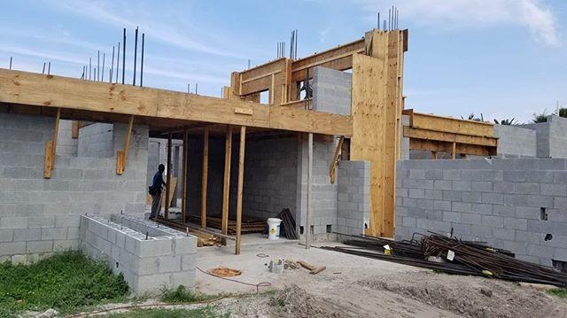 3,800 SF Modern Home in Lake Clarke Shores
