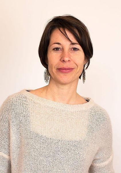 Portrait-Karine-Heffner-reflexologie.jpg