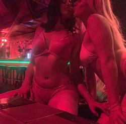 VALENTINA & ROXY