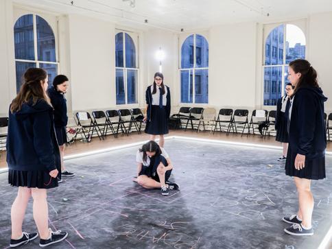 Alyssa May Gold, Madeline Wolf, Miranda Cornell, Déa Julien, Amie Tedesco and Violeta Picayo, the company of Julius Caesar 📷  Carol Julien