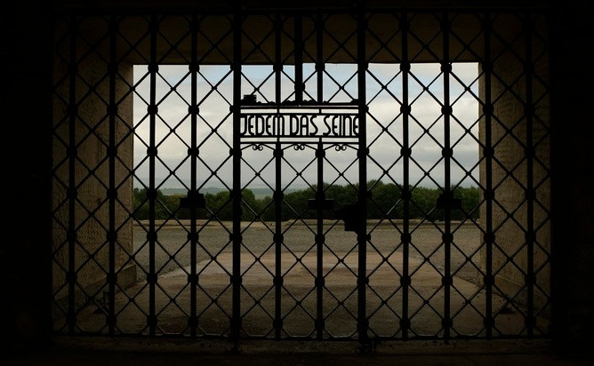 Las puertas del campo de concentración nazi de Buchenwald. Ina Fassbender/Reuters