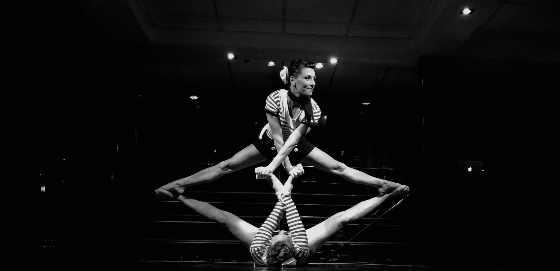 Acro-Yoga circus 2 copie 2.jpeg