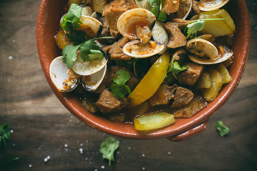 Главные блюда Португалии, порку алентежану