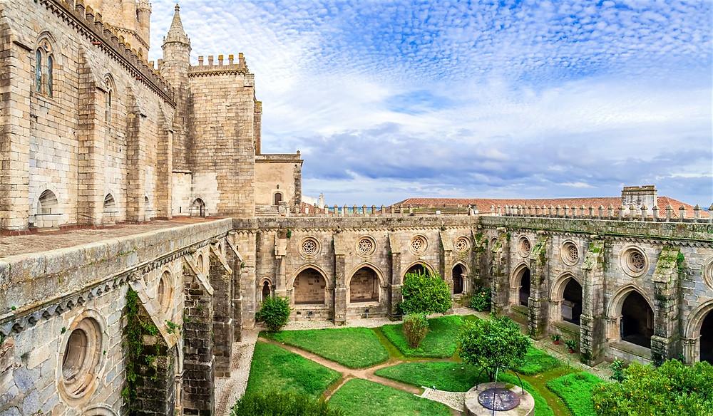 Достопримечательности Португалии, Эвора