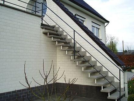 Trappen en trapleuningen in smeedijzer