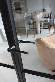 Ramen en deuren in staal of smeedwerk