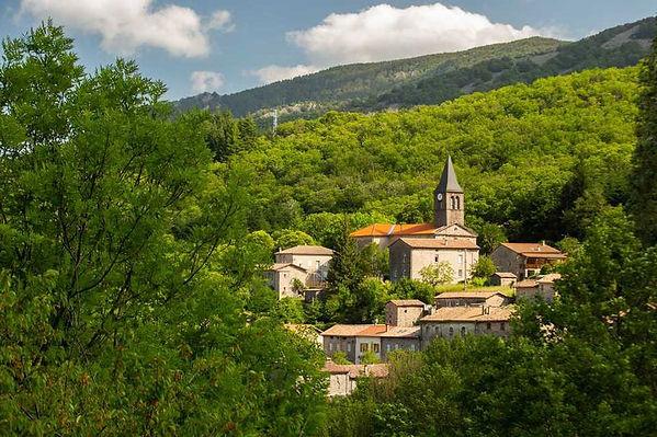 la-souche-le-village.jpg.800x800_q85_wat