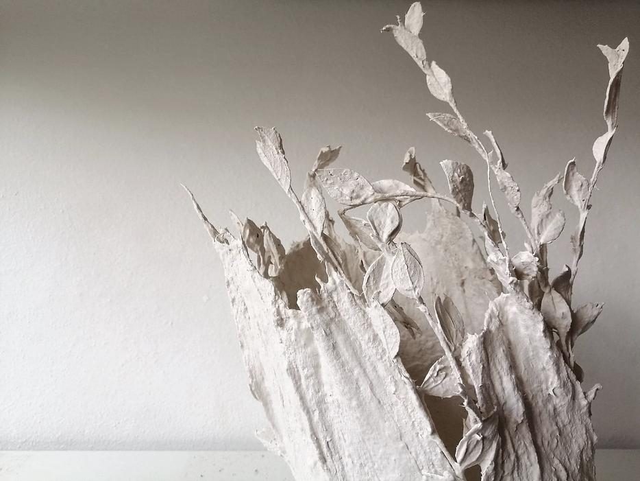 justine ferreira les particule bleues besançon céramique porcelaine paper clay végétal poterie design art artisanat céramiste poterie  blanc fait main