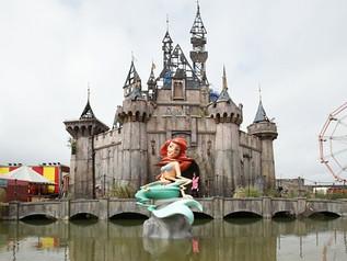 """Dismaland! El nuevo """"parque temático"""" creado por el artista anónimo Bansky."""