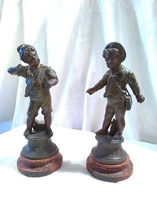 Couple statuettes régule école buissonnière Lavergne