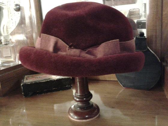 Elégant chapeau femme en velours. Ref.0087
