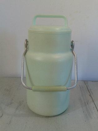 Pot à lait plastique