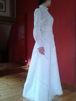 Robe blanche longue et son jupon. Ref.0577