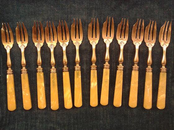 12 fourchettes à dessert anciennes. Ref.0215