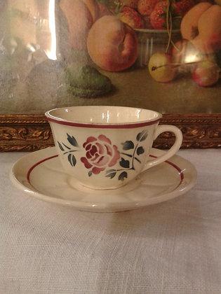 Tasse rose rouge Badonviller. Ref.0608