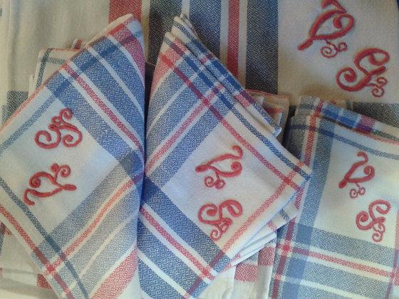 Nappe carreaux +6 serviettes brodées. Ref.0137