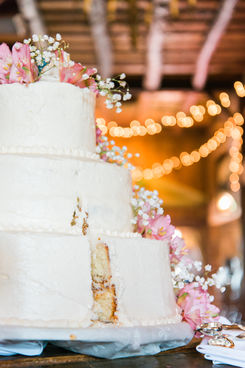salem cross inn wedding cake