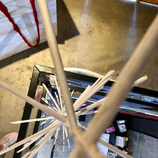 Móbile exposto na Bienal de Arte Têxtil 2019 visto de cima