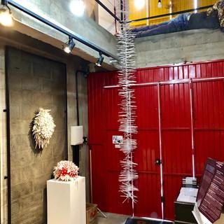 Móbile exposto na Bienal de Arte Têxtil 2019 Atelier Plano B