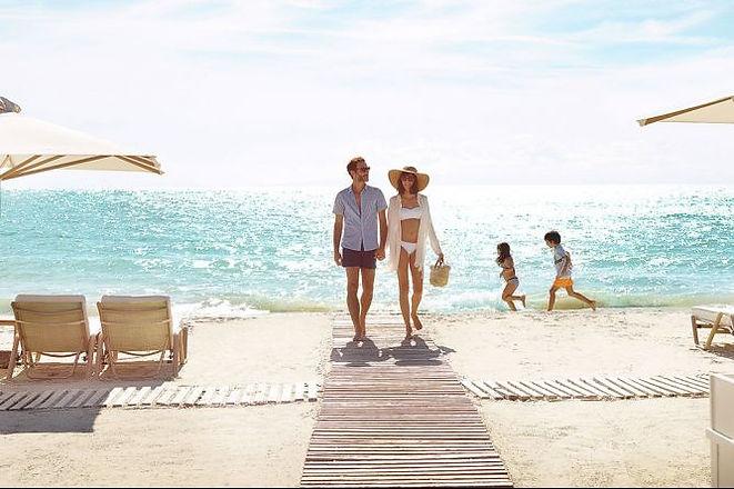 couple-on-beach-sani-greece-02.jpg