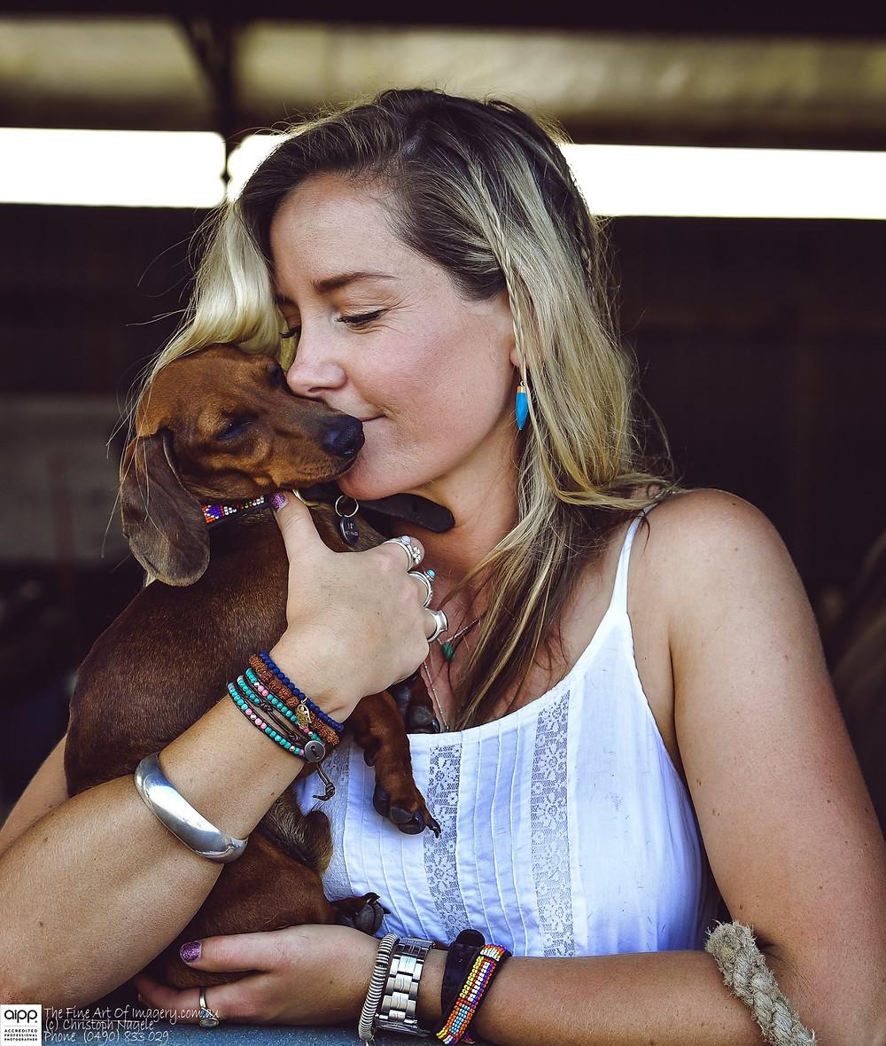 Dog, dachshund, sausage dog, kissing a sausage dog, kissing a dachshund, dachshund love, doxie love, breeding a dachshund